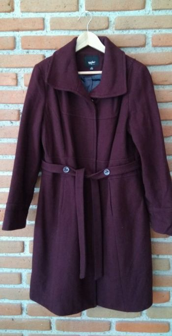 Abrigo color guinda