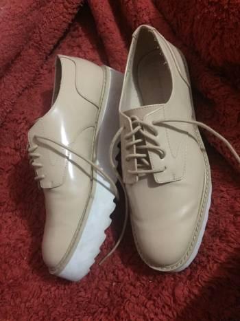 Zapatos charol beige