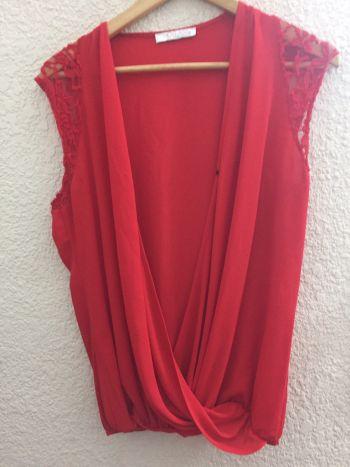 332c4bf470 Blusa roja cklass con encaje en hombros - GoTrendier - 150460