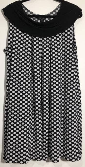 Vestido de bolitas blanco con negro