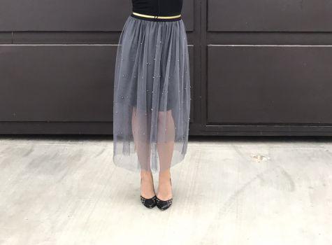Falda de tul gris con perlitas doradas