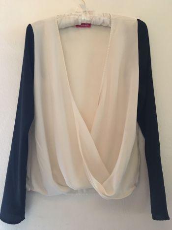 2x1 Camisa de gasa blanco con mangas negras.