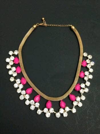 Collar  dorado con rosa