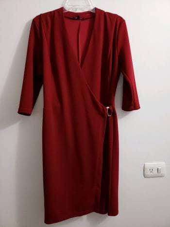 Vestido rojo con escote cruzado