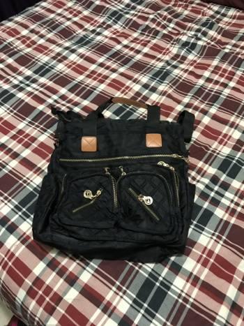 Bolsa negra corrres dorados