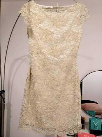Vestido beige de encaje Studio F