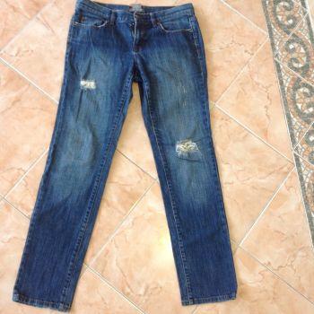 Jeans roto de fábrica