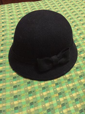 Sombrero negro con moño