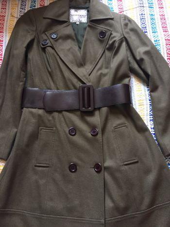 Abrigo de lana largo con cinto ancho