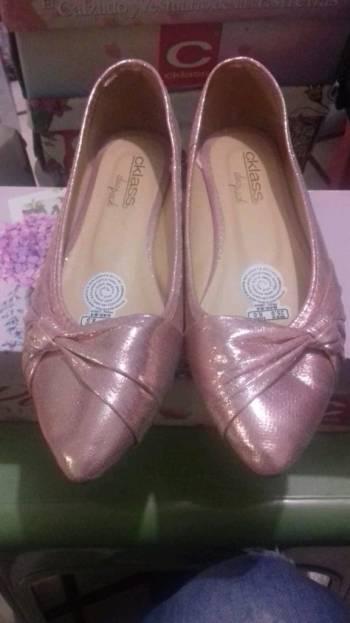 Flats rosa pastel metalizadas.