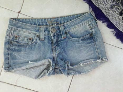 Short bebe  talla 27 piedras recycle jeans