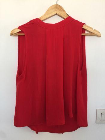 Blusa roja sin manga