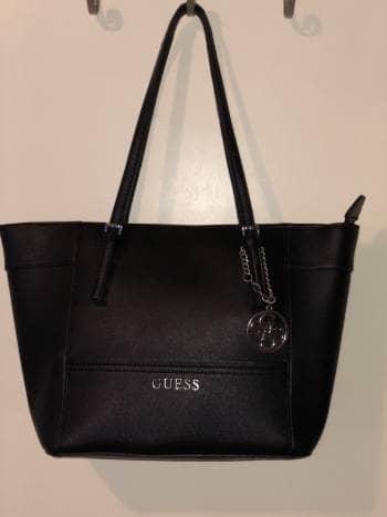 f32b9497 Bolsa Guess Negra - GoTrendier - 593372