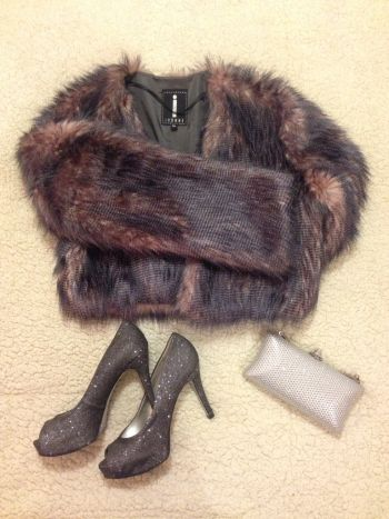 Abrigo de noche corto textura suave fax fur