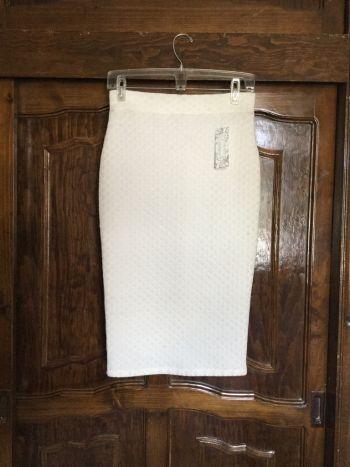 Falda corte pluma color blanco talla M