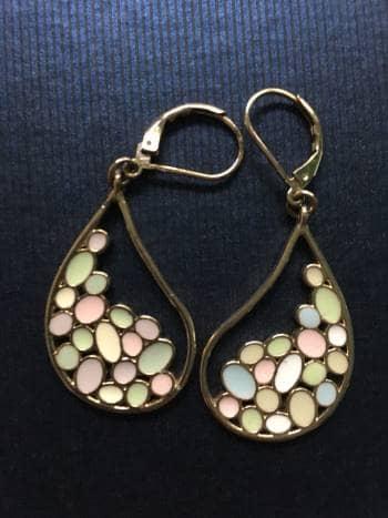 8b554dd37d6d Juego de collar y aretes color pastel marca Nice - GoTrendier - 785163