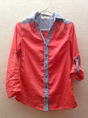 Camisa coral con mezclilla clara
