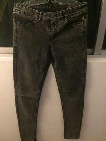Pantalones estilo washed out H&M