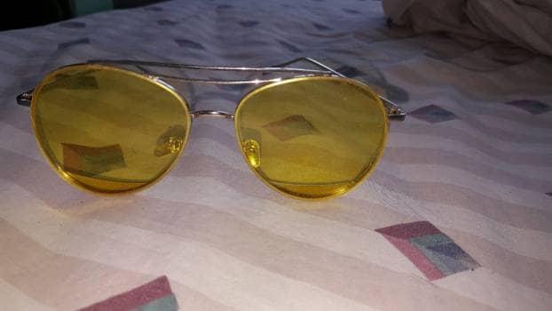 Lentes de sol amarillos
