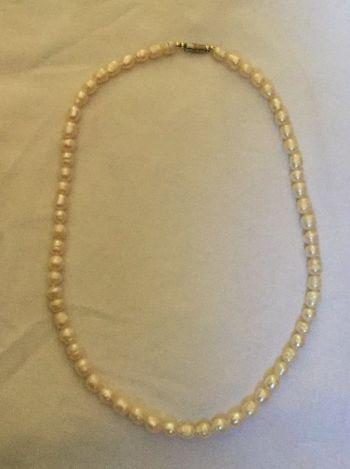 Set de collar y pulseras de perlas bisutería