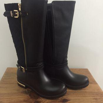 Botas negras para lluvia con diseño