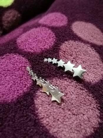 Preciosos aretes de estrellas de acero inoxidable