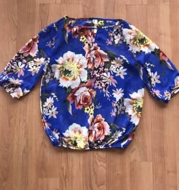 Blusa de gasa estampada en flores