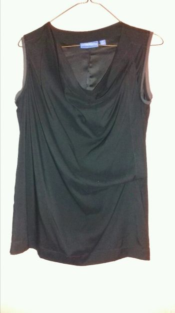 Hermosa blusa Simply Vera by VERA WANG