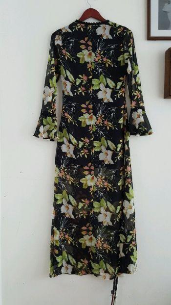 Vestido floral de gasa.