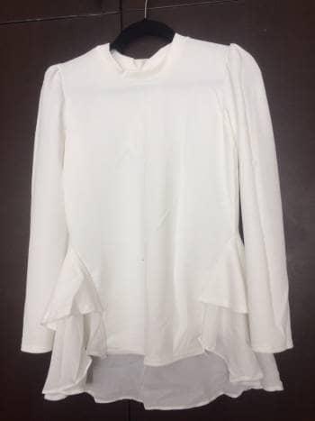 Camisa blanca con olanes