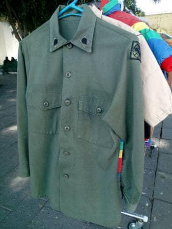Camisa estilo militar