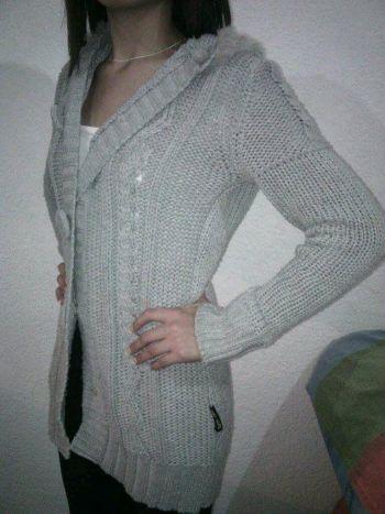 Abrigo tejido gris