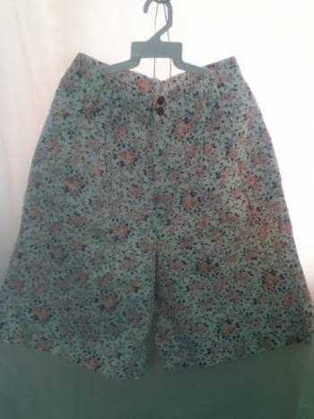 2x1 Short tipo falda Flores tela gruesa