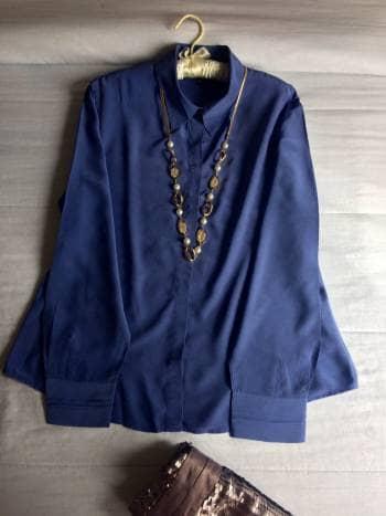 Blusa azul índigo