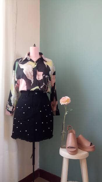 NUEVA Blusa camisera, con estampado floral