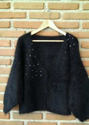 Suéter negro con brillitos
