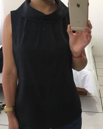Blusa negra cuello redondo