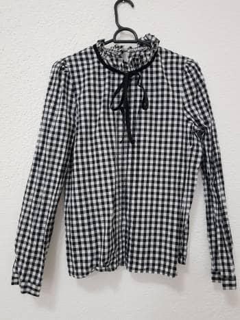 Camisa a cuadros con moño corbatin negro