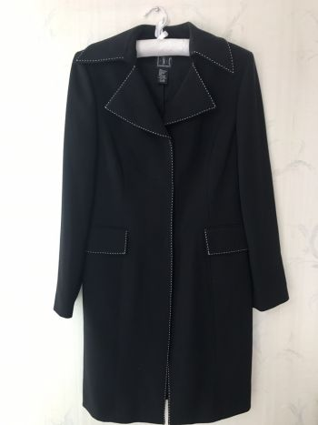 Abrigo/ saco negro ligero con bespuntes NUEVO!